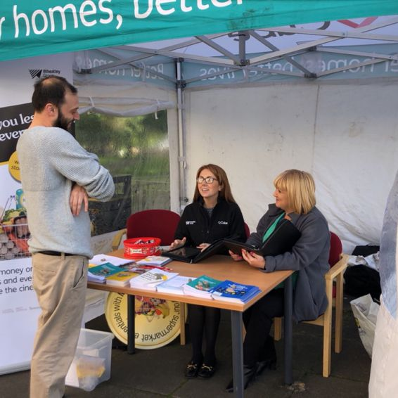 Wyndford pop-up housing officer helps tenant 2