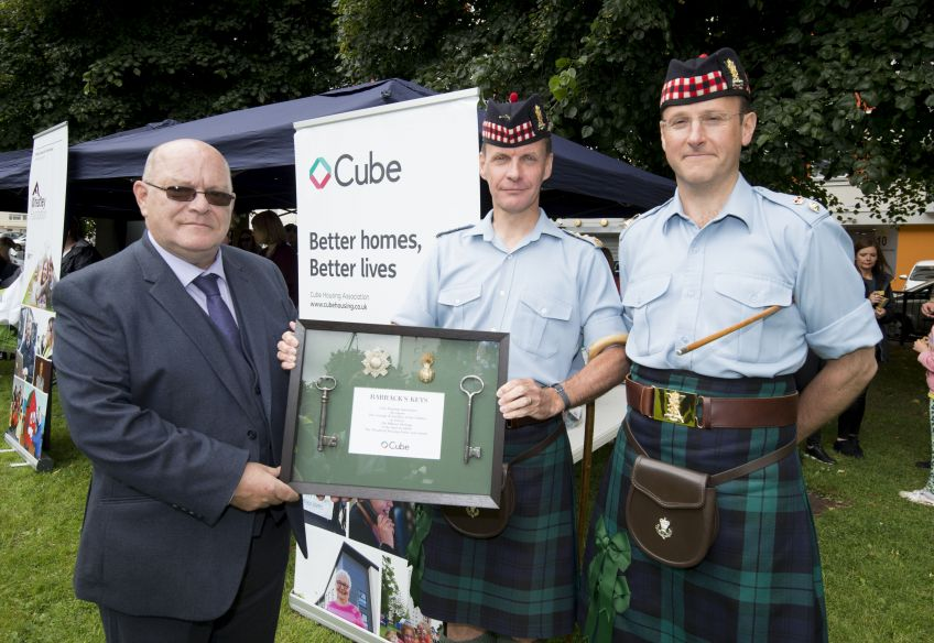 Ceremonial keys to Wyndford are handed over to 6 SCOTS soldiers